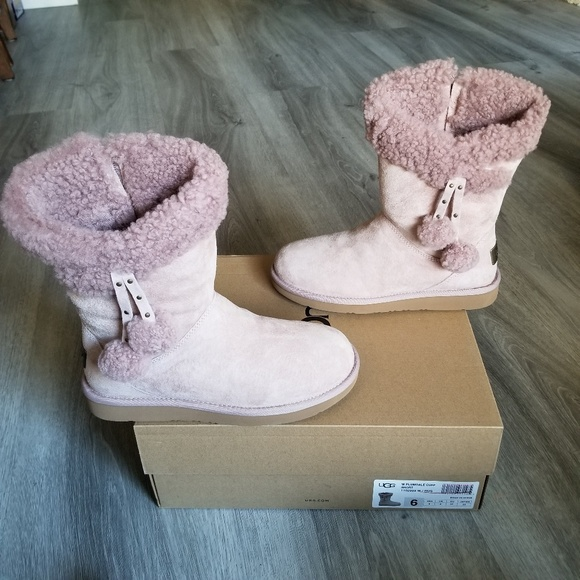 UGG Plumdale Cuff Short Water resistant Boots. NWT